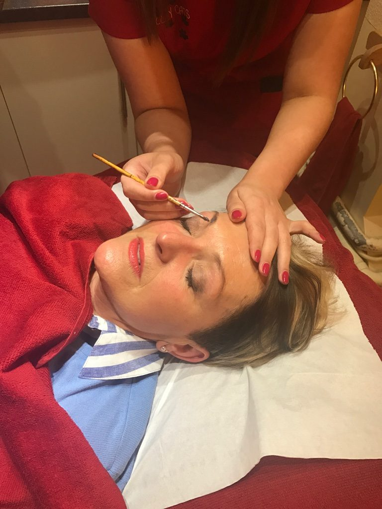 Female Eyebrow Tinting